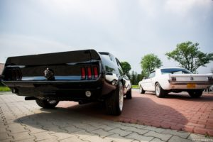 Mustangiem do ślubu white
